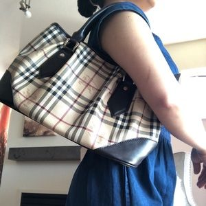 Burberry Bags - 💯% Authentic Burberry Haymarket Check Tote Bag